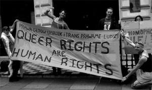"""""""Queer Rechte sind Menschenrechte"""" - Demonstration in Warschau, Polen."""
